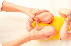 masajes-para-eliminar-heces-de-bebe-2-min
